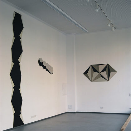 Estela. 9 piezas. Altura total de 450 cm
